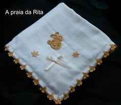 Esta fralda de pano foi criada por mim para oferecer a um bebé.  O material utilizado foi linha de crochet amarelo do...