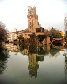 Reflections in the water 💧 Shot from the lovely city of Padova, just 20 minutes away from Venice! 😃  #padova #padua #italy #italia #veneto #visitveneto #visititaly #visitpadova #igerspadova #city #castle #water #river #reflection #reflections #reflectionpic #mirror #travelling #travel #holiday #vacation #adventure #exploring #discovering #travelgram #volgopadova #instapadova #nikon #pictureoftheday #photooftheday