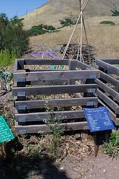 Backyard composting With pallets
