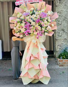 Flower Bouqet, Diy Flowers, Fruit Hampers, Flower Room Decor, Flower Stands, Funeral Flowers, Bridesmaid Dresses, Wedding Dresses, Floral Arrangements