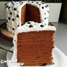 No automatic alt text available. Tasty Chocolate Cake, Mint Chocolate, Cookie Recipes, Dessert Recipes, Kolaci I Torte, Sweet Cooking, Custard Cake, Easy Cake Decorating, Honey Cake
