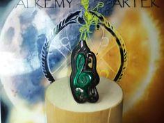 El Talisman!!! en MALAQUITA VERDE!!!! Ag 925 sobre EBANO!!! unico !!! rebajA!!!!! di Alkemyartek su Etsy Hand Carved, Carving, Etsy, Green, Jewelry, Malachite, Jewlery, Jewels, Wood Carvings