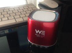 Un sorprendente parlante bluetooth, suena super y se conecta a todo. Bueno para presentaciones. Comprado en www.techmart.cl