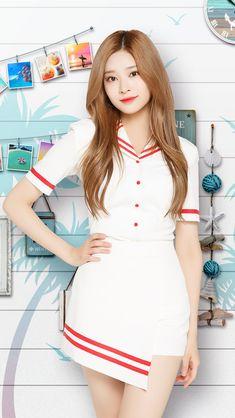 Cute Skirt Outfits, Cute Skirts, Cool Outfits, Kpop Girl Groups, Korean Girl Groups, Kpop Girls, Beautiful Freckles, Japanese Girl Group, Eunhyuk