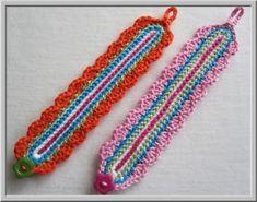 Haak een gekleurd armbandje. – Cadeautjes maken Crochet Bracelet, Crochet Basics, Love Crochet, Crochet Projects, Crochet Ideas, Friendship Bracelets, Jewlery, Crafty, Mini