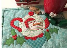 This is a delightful applique snowman teapot pattern which will be a joy for both the beginner and experienced quilter and sewer. House Quilt Patterns, Mug Rug Patterns, House Quilts, Applique Patterns, Applique Quilts, Wool Applique, Table Topper Patterns, Turtle Quilt, Lego Christmas
