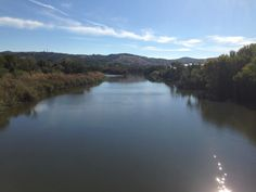 En calma pasea el Río Tajo a su paso por Toledo