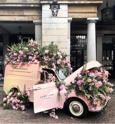 Tap if you may be obsessed with this beautiful pink truck and pink blooms in London. - (CHELSEA FLOWER SHOW) Wedding Day Wedding Planner Your Big Day Weddings Wedding Dresses Wedding bells Flower Show, My Flower, Flower Power, Flower Cart, Fresh Flowers, Pretty In Pink, Beautiful Flowers, Tropical Flowers, Purple Flowers