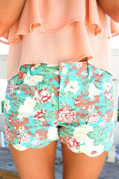 Floral Scalloped Shorts | uoionline.com: Women's Clothing Boutique