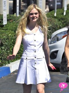 Dakota Fanning Opens Up About Her Relationship With Elle Fanning