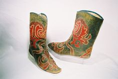 "Tatar boots ""ichigs""."