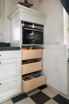 VRI interieur houten laden, houten voorraadladen, houten bestekladen, houten indelingen, houten keukenaccessoires, houten bestekbak