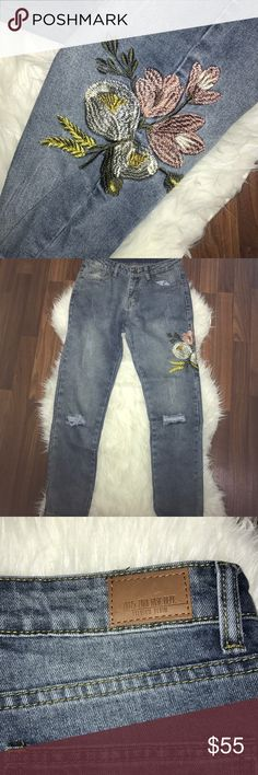 "Super cute jeans! Brand new Zara brand embroidered jeans! Originally bought from the website Clad and Cloth. I have both a ""medium"" and ""large"" size, the medium fits like a 0-2 and the large fits like a 2-4! Zara Jeans Ankle & Cropped"