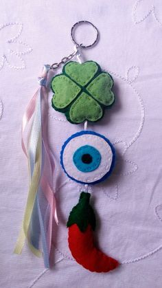 Felt Crafts, Diy And Crafts, Felt Keyring, Felt Bookmark, Rainbow Crafts, Felt Patterns, All Craft, Baby Store, String Art