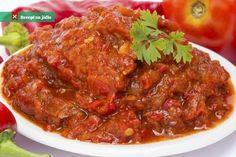 Čatní z rajčat a paprik je pikantní doplněk jídla původem z indické kuchyně. Připravuje se z ovoce i ze zeleniny a hodí Chutney, Salsa, Pork, Beef, Vegan, Ethnic Recipes, Red Peppers, Kale Stir Fry, Meat