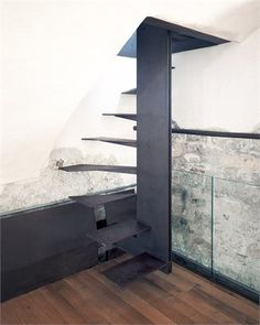 Professionals in staircase design, construction and stairs installation. In addition EeStairs offers design services on stairs and balustrades. Staircase Handrail, Modern Staircase, Spiral Staircase, Stair Railing, Staircase Design, Stair Idea, Attic Stairs, House Stairs, Stairs Architecture