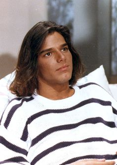 "Ricky Martin in 1991 while starring in his role in the Mexican telenovela ""Alcanzar una estrella II"". Miguel Bose, Passion For Life, Sexy Men, Singer, Hair Styles, People, General Hospital, San Antonio, Amazing"