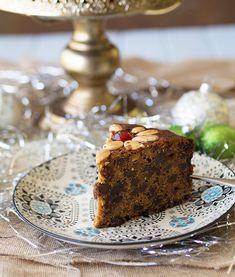 Traditional Christmas Cake Recipe | www.bellyrumbles.com
