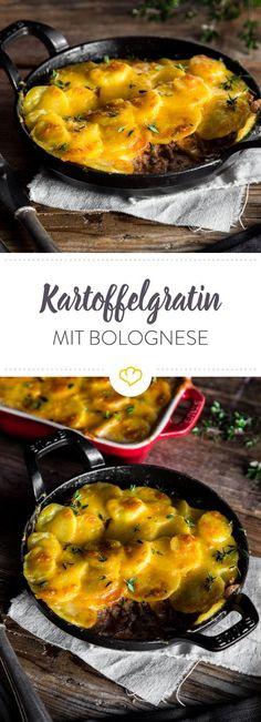 Bolognese lässt Pasta ausnahmsweise links liegen und ruht stattdessen unter einer goldbraunen Käse-Kartoffel-Decke - echtes Soulfood eben.