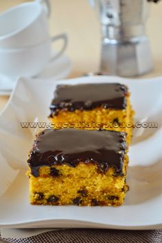 bolo de cenoura com gotas de chocolate                                                                                                                                                     Mais Best Cake Recipes, Sweet Recipes, Dessert Recipes, Desserts, Zeina, Sugar Cake, Love Cake, Sweet Cakes, Cake Cookies