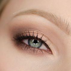 Dressed in Mint: Makijaż na randkę | ROMANTYCZNE SMOKEY EYE | dla niebieskich i zielonych oczu