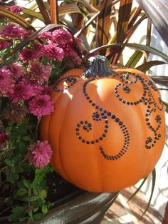 Classy pumpkins for Fall - Decorating with crystals & faux jewels. Pumpkin Crafts, Fall Crafts, Holiday Crafts, Holiday Fun, Pumpkin Art, Holidays Halloween, Halloween Crafts, Halloween Ideas, Thanksgiving Decorations