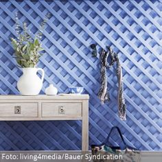 Holzspalier als Garderobe