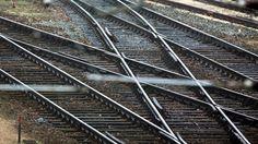 Tödlicher Unfall auf Gleisen: Mann wird von Zug erfasst und stirbt