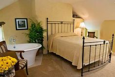 Joseph Ambler Inn.  Pennsylvania bed and breakfast guestrooms near Montgomery County, Bucks county and New Hope PA