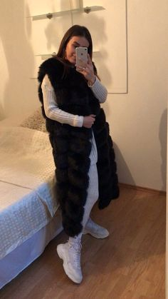 winter outfits videos Najdlhia kozusinova vesta v - winteroutfits Fur Fashion, Winter Fashion, Fur Vest Outfits, Long Vests, Artificial Leather, Faux Fur Vests, Favorite Color, Winter Outfits, Bohemian
