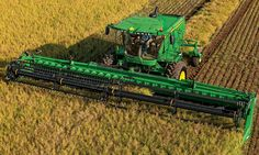 Rear view of a JohnDeere Self-Propelled Windrower harvesting a field Modern Agriculture, Agriculture Farming, John Deere Equipment, Heavy Equipment, John Deere 6030, Deer Farm, John Deere Combine, Tractor Pictures, Farm Images