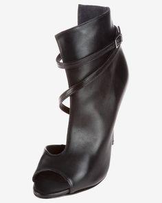 Femei pantofi cu toc | Bibloo.ro Wedges, Boots, Clothes, Fashion, Crotch Boots, Outfits, Moda, Clothing, Fashion Styles