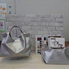 今日は神戸セレクション2020の審査会。 出展商品は、エアリートート。 シンプルに、驚くほどの軽さを追及したバッグです。 #cocochikobo #人工皮革 #人工レザー #ヴィーガンレザー #軽量バッグ #ミニマム #神戸セレクション #シンプルな暮らし Tote Bag, Bags, Instagram, Handbags, Totes, Bag, Tote Bags, Hand Bags