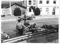 """Prova de Fórmula Ford e V. Na curca da Salsicharia o acidente que envolveu António Barros, António """"Tony"""" Santos Mendonça, e Roelof Wunderink."""