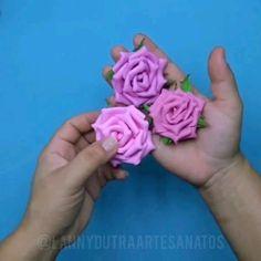 Diy Yarn Flowers, Paper Flowers Diy, Handmade Flowers, Fabric Flowers, Fabric Flower Tutorial, Rose Tutorial, Flower Video, Foam Roses, Ribbon Work