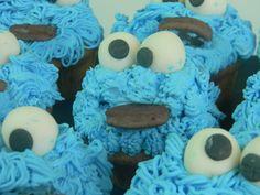 Cookie Monsters rellenos de crema de nutella para un niño divertido