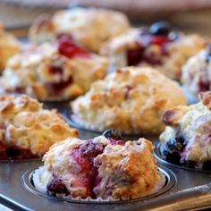 Blueberry and Raspberry Breakfast Muffins Protein Muffins, Almond Muffins, Healthy Muffins, Healthy Snacks, Healthy Life, Raspberry Breakfast, Raspberry Muffins, Blueberry, Hearty Soup Recipes