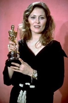 """1976 FAYE DUNAWAY best actress Oscar winner for her role in the movie 'Network"""" Oscar Academy Awards, Academy Award Winners, Oscar Winners, Hollywood Celebrities, Hollywood Actresses, Actors & Actresses, Hollywood Stars, Classic Hollywood, Vintage Hollywood"""