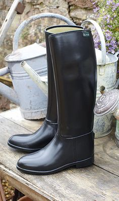 aigle | black wellingtons - had a pair of these that I completely wore out, however I was so proud of them until the very holey end since they were my first tall boots I had for riding
