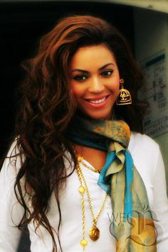 Beyonce <3 I like her better as her natural hair color or somewhat close to it