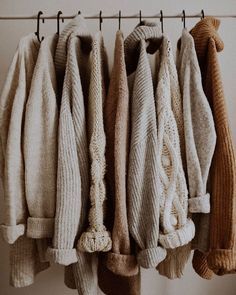 Photo November 13 2019 at womens fashion style hats shoes minimal simple dress ootd summer comfortable for her ideas tips street Beige Aesthetic, Autumn Aesthetic, Mode Simple, Moda Vintage, Sweater Weather, Capsule Wardrobe, Autumn Winter Fashion, Fall Winter, Winter Outfits