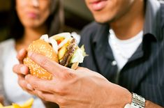 Craving a quick burger? Before you make a run to the drive-thru, you'll want to find out which cheeseburger is really the best fast food burger. Binge Eating, Eating Fast, Best Fast Food Burger, Toxic Foods, People Eating, How To Eat Less, Plant Based Diet, Healthy Options, Eating Habits