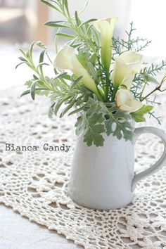 love calla lily, love this for a simple centerpiece.