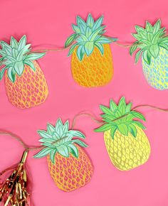 Party like a pineapple with this cute collection of pineapple party ideas! Find all the inspiration you need for decorations, party food and more. Hawaiian Luau Party, Hawaiian Theme, Tropical Party, Hawaiian Bedroom, Luau Birthday, Sweet 16 Birthday, Birthday Cakes, Birthday Ideas, Birthday Parties