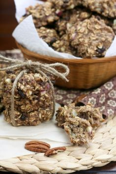 Way healthy oatmeal cookies, or when oatmeal poses as a cookie… Oatmeal Cookies No Sugar, Healthy Oatmeal Cookies, Healthy Desserts, Delicious Desserts, Yummy Food, Sugar Cravings, Quick Snacks, Cookies Ingredients, Almond Recipes