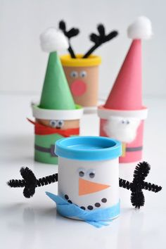 Send your kid with a healthier option for their classroom holiday party from this round-up of 10 Healthy Holiday Treats. They're all easy and kid-approved! (holiday treats for kids) Christmas Classroom Treats, Christmas Party Favors, Diy Holiday Gifts, Kid Party Favors, Christmas Gifts For Kids, Holiday Treats, Christmas Treats, Preschool Christmas Gifts For Classmates, Xmas Party