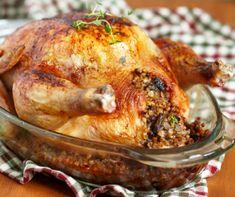 Így lesz tökéletes az egyben sült töltött csirke - 3+1 egyszerű lépésben!   Mindmegette.hu Turkey In Electric Roaster, Turkey In Roaster, Turkey Fryer, Cooking A Stuffed Turkey, Cooking Turkey, Cook In A Bag, Homemade Cream Corn, Homemade Dinner Rolls, Bacon