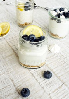 Buttermilch Zitronen Mousse // buttermilk lemon mousse by http://babyrockmyday.com/buttermilch-zitronen-mousse/