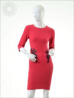 http://www.belginmoda.com/3539-14-Elbise,PR-355.html Pınar Şems 3539-14 Elbise Kumaş  : % 100 Pes Manken : 38 Beden Ürün     : 38 Beden Desen   : Sade Renk     :  Fuşya