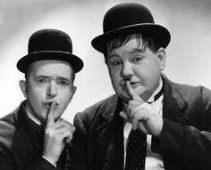 Laurel en Hardy....kijken op een filmmiddag achter de kerk
